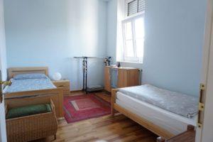 Kleines Zimmer mit 2 Einzelbetten